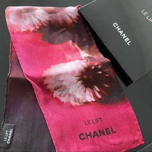 🌺 Auth - Beautiful Chanel 💯 Silk handkerchief